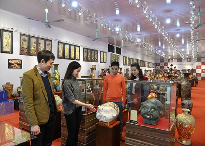 Giới thiệu sản phẩm Kỳ linh Kỷ Hợi tại Trung tâm triển lãm gốm làng Bát Tràng của Tập đoàn 1102.