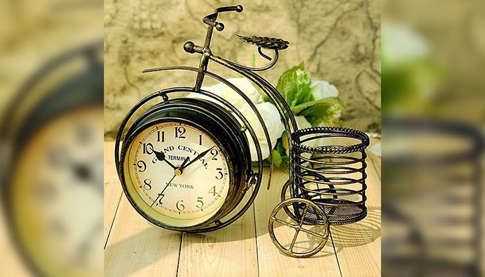 Đồng hồ gắn giỏ hoa để bàn