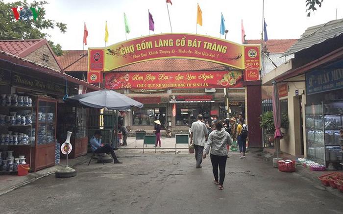Cổng chào chợ gốm Bát Tràng