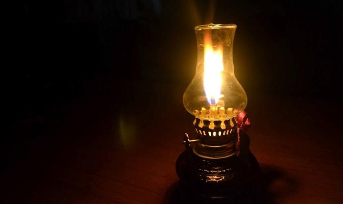 Ý nghĩa đèn dầu trên bàn thờ - tâm linh của người Việt